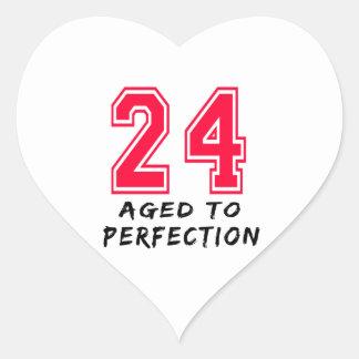 24 envejeció al diseño del cumpleaños de la calcomanía de corazón personalizadas