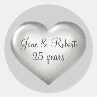 25 años del corazón de aniversario de cristal de pegatina redonda