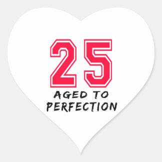 25 envejeció al diseño del cumpleaños de la calcomania de corazon personalizadas