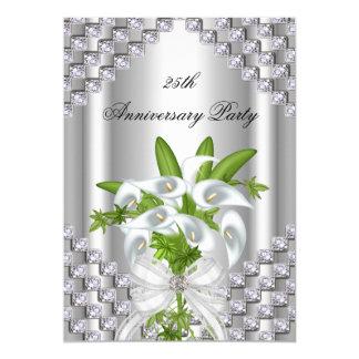 """25ta fiesta de aniversario floral blanca de plata invitación 5"""" x 7"""""""