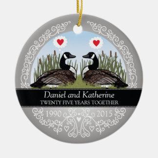25to aniversario de boda personalizado, gansos adorno navideño redondo de cerámica