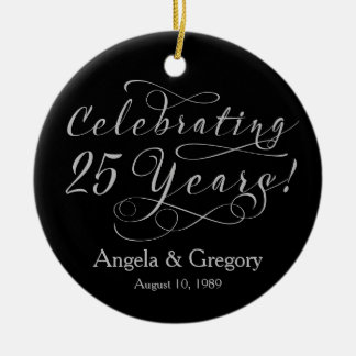 25to Negro de plata del aniversario de boda 25 Adorno Navideño Redondo De Cerámica