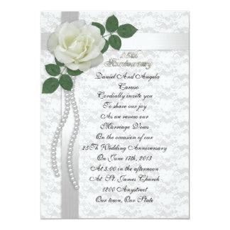 25to Rosa blanco de la invitación de la renovación