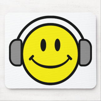 2700-Royalty-Free-Emoticon-With-Headphones EMOTICO Tapetes De Ratón