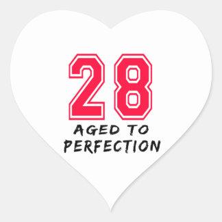 28 envejeció al diseño del cumpleaños de la pegatina corazon