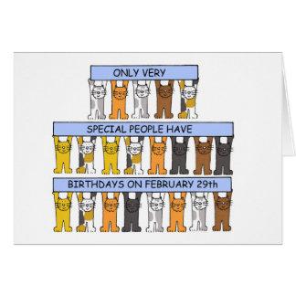 29 de febrero cumpleaños celebrados por los gatos tarjeta de felicitación