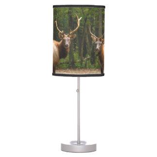 2 alces masculinos en campo del otoño lámpara de mesilla de noche