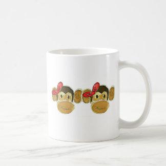 2 arcos del rojo de las cabezas del mono taza