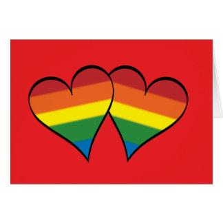2 corazones del arco iris en rojo - de par en par tarjeta de felicitación