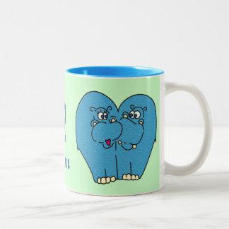 2 hipopótamos lindos en la taza de Coffe del amor