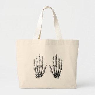 2 manos suben blanco bolsas de mano