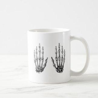 2 manos suben blanco tazas de café
