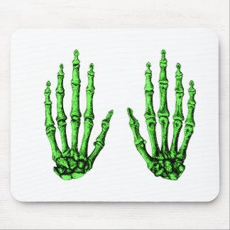 2 manos suben de color verde oscuro alfombrillas de ratones