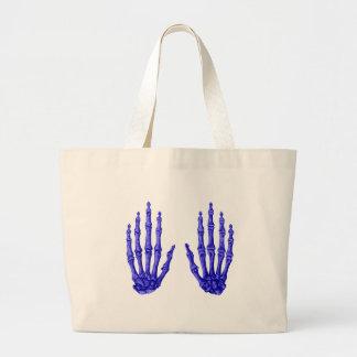 2 manos suben el azul profundo bolsa
