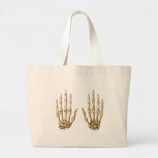 2 manos suben sepia bolsas de mano
