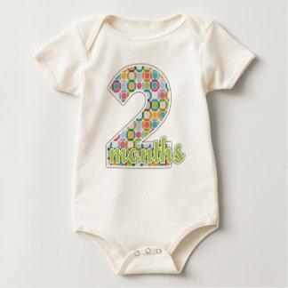 2 meses del jalón de camiseta del bebé mamelucos