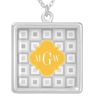 2 monograma amarillo oscuro cuadrado concentrado colgante cuadrado