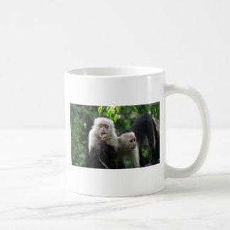 2 monos blancos del capuchón de la cara taza