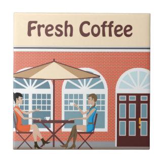 2 mujeres que beben el café en un café afuera azulejo cuadrado pequeño