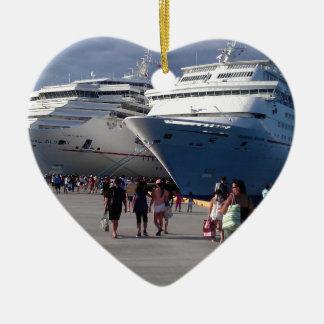 2 naves que sorprenden adorno navideño de cerámica en forma de corazón