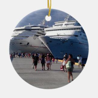 2 naves que sorprenden adorno navideño redondo de cerámica