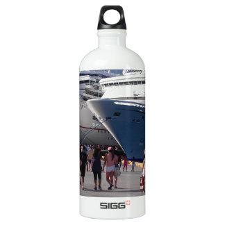 2 naves que sorprenden botella de agua