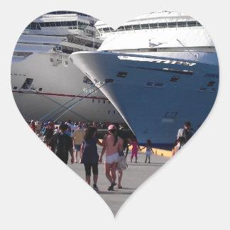 2 naves que sorprenden pegatina en forma de corazón
