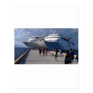 2 naves que sorprenden tarjetas postales