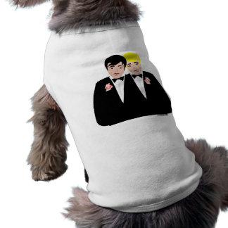 2 novios (pelo rubio y negro) playera sin mangas para perro
