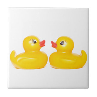 2 patos de goma en amor azulejo cuadrado pequeño
