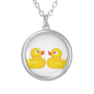 2 patos de goma en amor colgantes personalizados