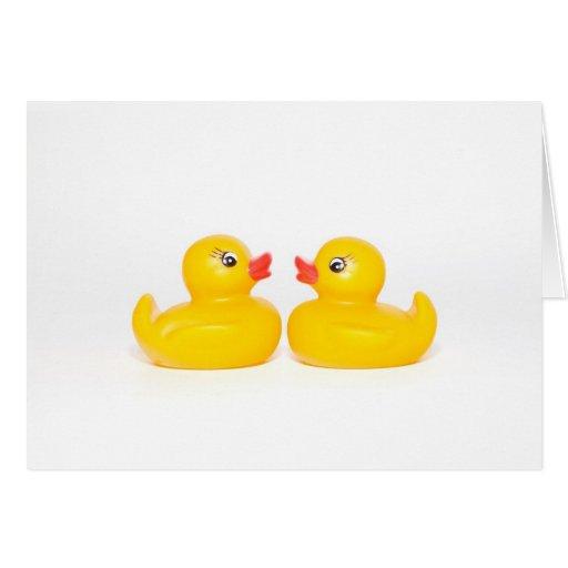 2 patos de goma en amor tarjeta de felicitación