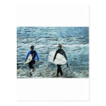 2 personas que practica surf tarjeta postal