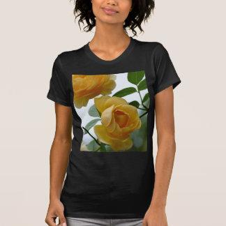 2 rosas amarillos camisetas