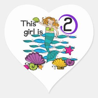 2das camisetas y regalos del cumpleaños de la pegatina en forma de corazón