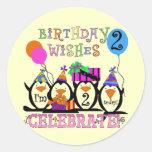 2das camisetas y regalos del cumpleaños de los pegatinas redondas