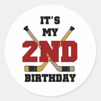 2das camisetas y regalos del cumpleaños del hockey pegatina redonda