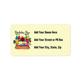 2das camisetas y regalos del cumpleaños del muchac etiqueta de dirección