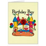 2das camisetas y regalos del cumpleaños del muchac tarjeta