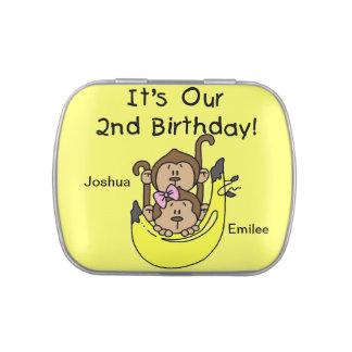 2das latas del caramelo del cumpleaños de los mono frascos de caramelos