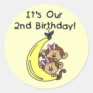 2do cumpleaños de los chicas de los monos gemelos etiquetas redondas