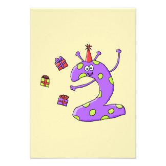2do Dibujo animado del cumpleaños en púrpura Invitacion Personalizada
