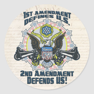 2do La enmienda defiende el engranaje Arma-Toting Pegatina Redonda