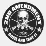 2do La enmienda viene tomarle el cráneo y AR Pegatina Redonda