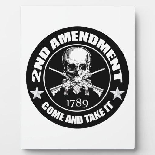 2do La enmienda viene tomarle el cráneo y AR Placa