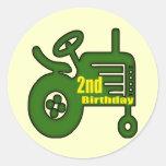 2dos regalos de cumpleaños del tractor etiquetas redondas