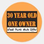 30 años, un dueño - las piezas de las necesidades, pegatina redonda