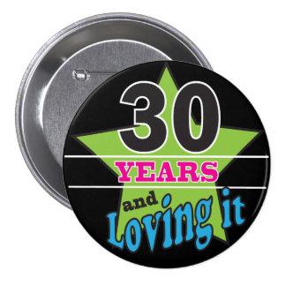 30 años y amor de él pin redondo de 3 pulgadas