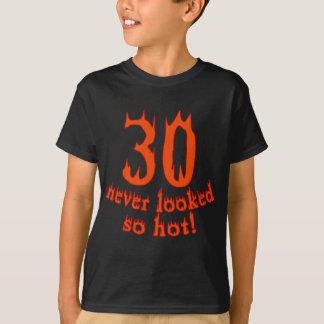 ¡30 nunca parecido tan caliente! playera