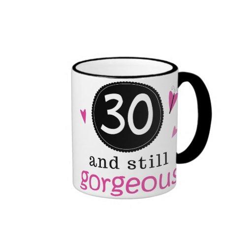 30 y aún idea magnífica del regalo de cumpleaños p tazas